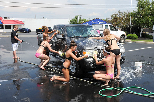 James Neiss/staff photographerNiagara Falls, NY - Niagara Wheatfield High School freshmen and juniors joined together to hold a $5 carwash on Military Road with proceeds to benefit the Johnson family in Wilson who lost their home to a propane explosion. The site, sunds and water were donated by the Otto Redanz Funeral Home LaSalle Park Chapel.