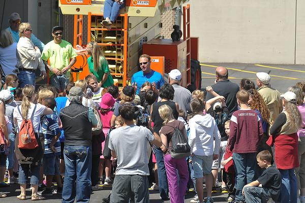 James Neiss/staff photographerNiagara Falls, NY - High-wire walker Nik Wallenda talk's to school children on a field trip to see him practice in front of the Seneca Niagara Casino.
