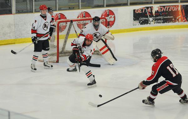 130218 NW Hockey 1