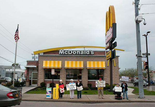 140515 McDonalds Picketers 3