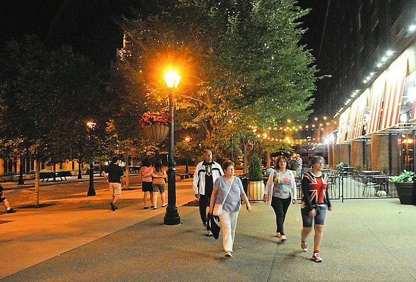 140709 tourists at Night