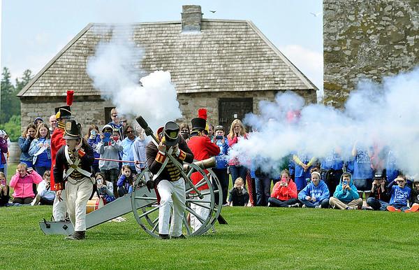 150522 Fort Niagara flag 2