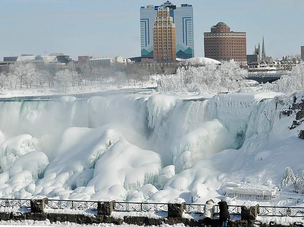 150220 frozen niagara falls