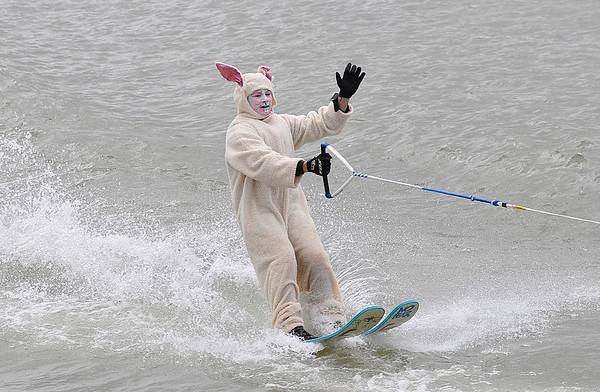 150404 bunny skiing