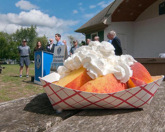 150826  Peach Fest 1
