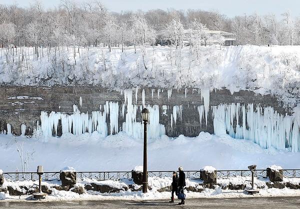 150220 frozen niagara falls 3