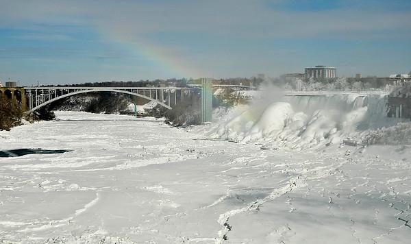 150220 frozen niagara falls 2