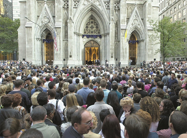 010916 WTC/Church service--dan cappellazzo photo--thousands pack 5th ave in front of St. Patricks Cathedral Sunday evening for a mass for the victim of the WTC tragedy.
