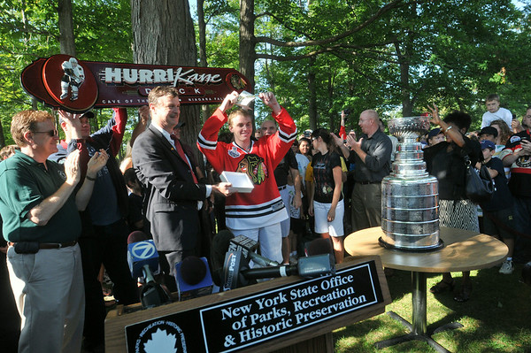 100813 Stanley Cup 3 - NG