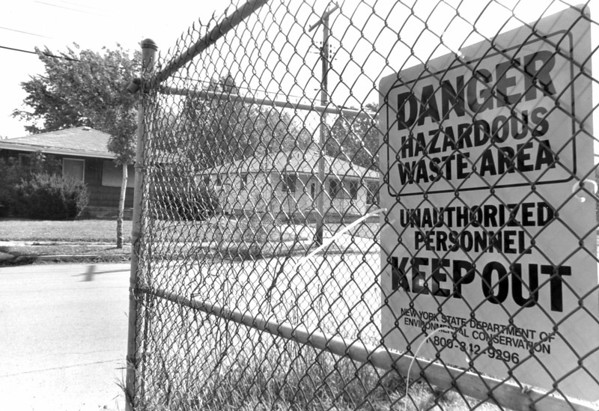 Love Canal8- homes- A sign on 100th street in Love Canal. photo taken 9/23/86.