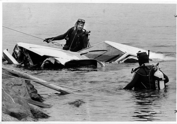 Police - Upper Niagara River<br /> From left to right Chip Bagby of Bagby's service station and Stan Jarosz a Special Deputy with the Niagara County Sheriffs Office wait to pull a body out of a car that drove into the Upper Niagara River.<br /> Photo - By James Neiss - 4/27/1989.