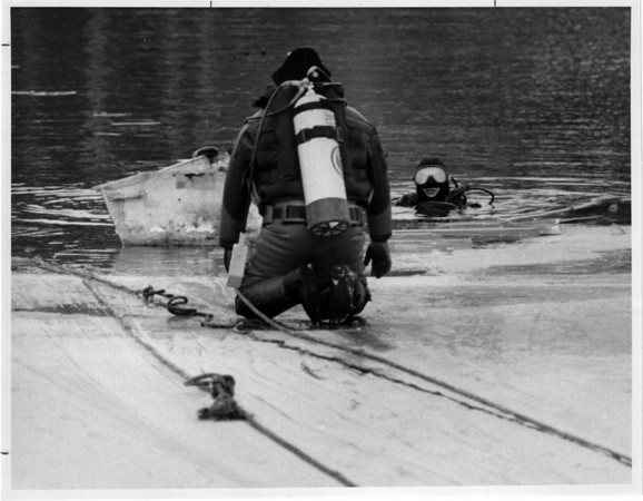 Police Rescue<br /> Meyers Lake - Niagara County Sheriff Underwater recovery team divers search lake for body.<br /> Bond Lake Complex.<br /> James Neiss photo - 3/14/1992.