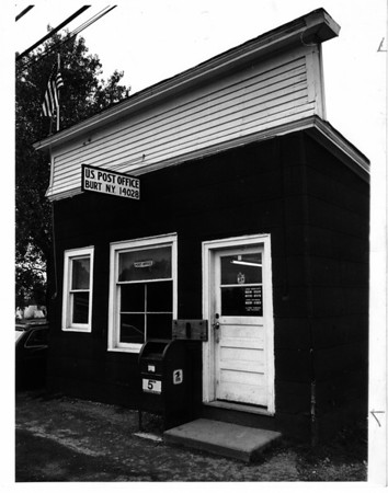 Post Office - Burt<br /> Photo - By Niagara Gazette - 10/17/1976.