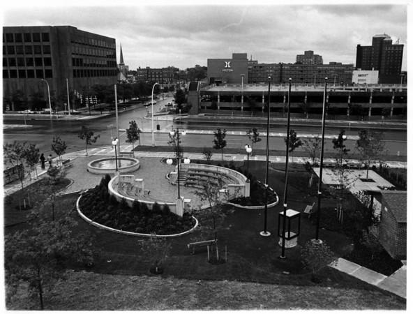 Parks - Niagara County Savings Bank<br /> Niagara County Savings Bank Commons<br /> Photo - Niagara GAzette - 7/2/1976.