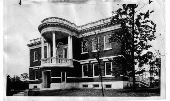 Hospitals - niagara Falls Memorial Medical Center<br /> First Building.<br /> Photo - By Carnochan Collection.