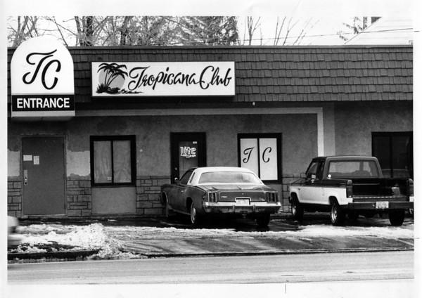 Buildings - Niagara Falls<br /> Tropicana Clun Niagara Falls Blvd.<br /> Photo - By Ron Schifferle - 1/31/1990.