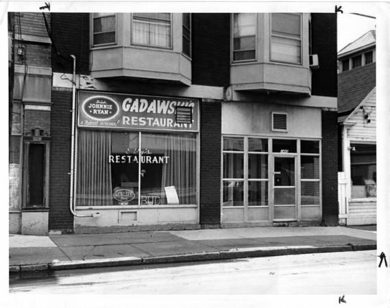 Buildings - Niagara Falls<br /> Gadowski's Restaurant<br /> Photo - By L. C. Williams - 6/25/1981.