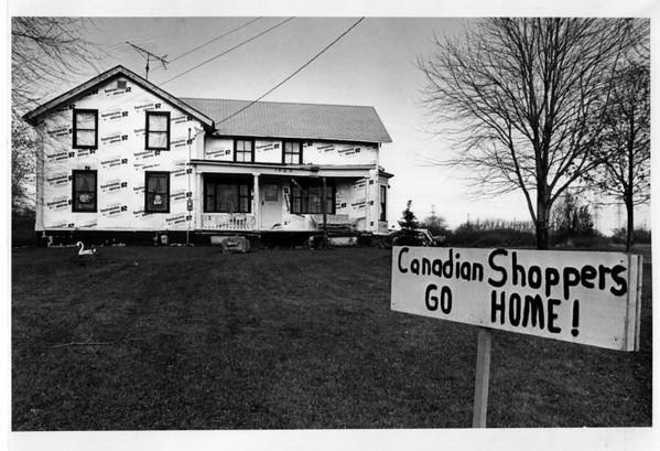 Homes - Saunders Settlement Road<br /> The Senik Home - 1523 Saunders Settlement Road.<br /> Photo - By Ron Schifferle - 11/6/1989.