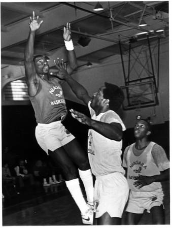 Sports - Basketball<br /> Calvin Murphy at Niagara University.<br /> Photo - By John Kudla - 11/13/1984.