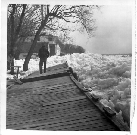 Niagara River - Ice Jam<br /> An Ice jam at the Niagara river.<br /> Photo - By Niagara Gazette