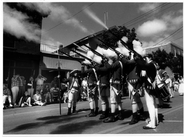 Parades - Youngstown Labor Day Parade.<br /> The Kings 8th regiment - A - Foot awed on lookers during an arms display at the Youngstown Labor Day Parade.<br /> Photo - By James Neiss - 9/03/1990