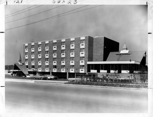 Buildings - Niagara Falls<br /> Howard Johnsons<br /> Photo - By Niagara Gazette - 5/21/1965.