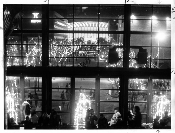 Christmas - Festival of Lights<br /> Photo - By Niagara gazette - 11/29/1981.