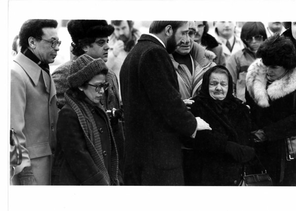 "Niagara Falls Stunter Karel Soucek - William Fitzgerald, Wife Ubol, behind her is Jan Turek Otaka ""Ollie"" Sindeiar Mother.... Ruzena Soucek, Eva Strajt... friend of the dead man... close friend of the family.. Feb 1, 1985. James P. McCoy photo."