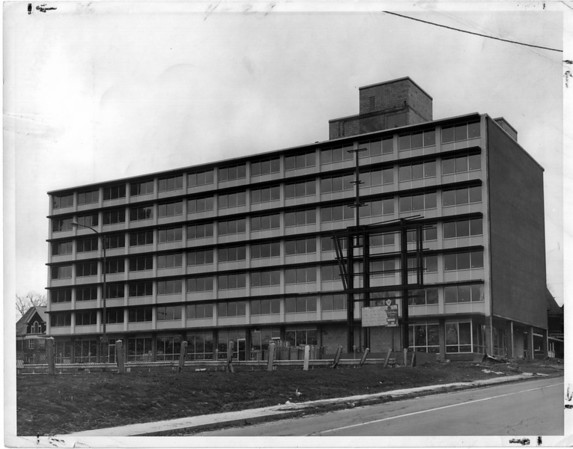 Buildings - Niagara Falls<br /> Holiday Inn<br /> Photo - By Niagara Gazette - 12/28/1964.