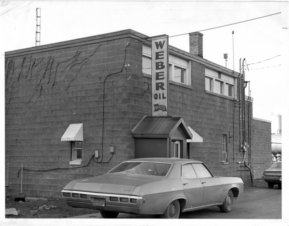 Buildings - Niagara Falls<br /> Weber Oil Company<br /> Photo - By L. C. Williams - 12/22/1971.