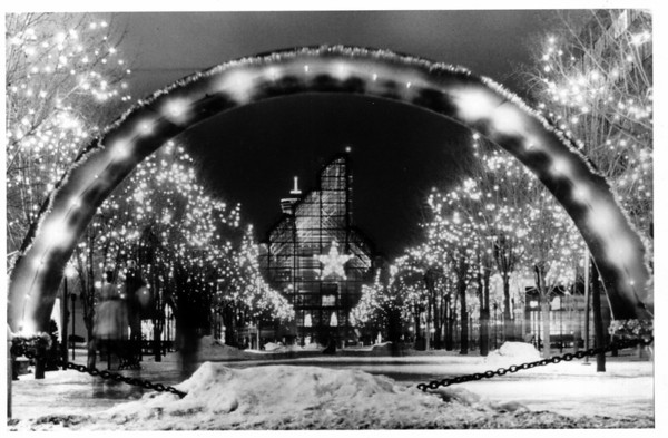 Christmas<br /> 1985 Festival of Lights<br /> Photo - By Niagara Gazette - 1985.