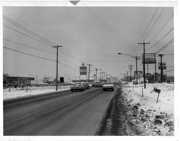 Streets - Niagara Falls<br /> Viewing Military Road buisiness section near Green Plaza, looking North.<br /> Photo - By Niagara Gazette - 3/3/1972.