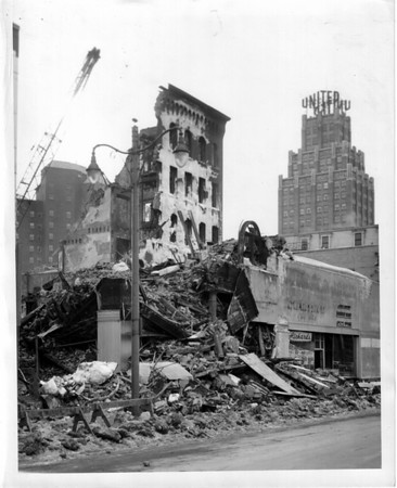 Buildings - Gluch Building<br /> Photo - By Niagara Gazette - 2/6/1959.