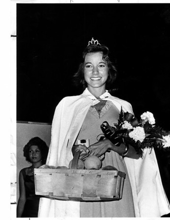 Entertainment - Peach festival<br /> Sarah Simonson of  Lewiston is the winner of the 1976 Peach Festival.<br /> Photo - By Michael J. Flynn - 9/12/1976.