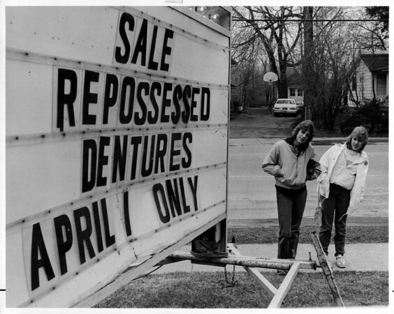 Physicians - April Fools Joke.<br /> An April Fools Joke was played on Dr. Victor Szarejko DDS of Youngstown.<br /> From left to right Irene Ferry , 15 and Traci Strybu 15, both of Youngstown take a close look at the sign outside of Dr. Szarejko's office in Yound=gstown.<br /> Photo - By Ron Schifferle - 4/1/1985.