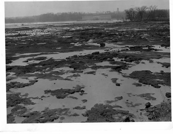 Niagara Falls - Remedial Work, 1966<br /> Photo - By Niagara Gazette - 11/13/1966.