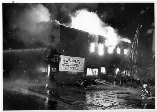 Fires - Niagara Falls<br /> Fire at Approximate equipment Rental 56th Street.<br /> Photo - By Ron chifferle - 2/13/1990.