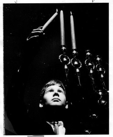 Holidays - Hanukkah<br /> Photo - By Niagara Gazette - 12/5/1974.