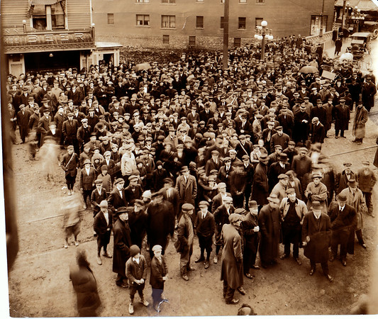 April 5, 1915 - Crowds in front of gazette to witness Johnson - Willard Fight