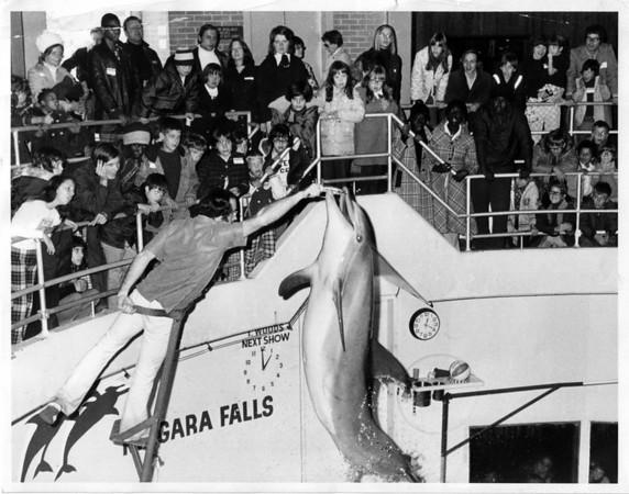 Atractions - Aquarium<br /> All Kids had Aquarium Show.<br /> Photo - By John Kudla - 10/18/1974.