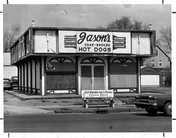 Buildings - Niagara Falls<br /> Jason's Char-Broiled Hot Dogs<br /> North Eadt corner of Pine Ave and Portage Road.<br /> Photo - By L. C. Williams - 4/12/1982.