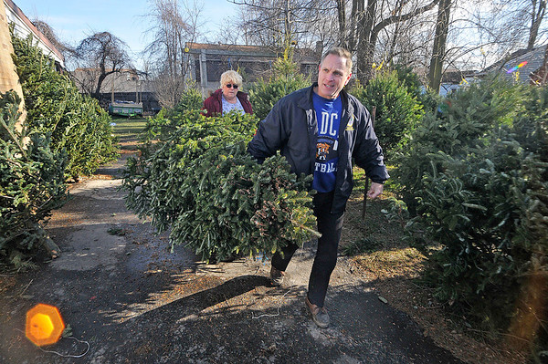 James Neiss/staff photographerNiagara Falls, NY - Rick Kollmar of Grand Island bought his tree just in time to be ready for Christmas Eve. Nancy Chandler of Chandler Enterprises on 72nd Street helps him take the tree to his car.