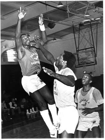 Sports - Basketball<br /> Calvin Murphy at Niagara University.<br /> Photo - By John Kudla - 11/13/1984.