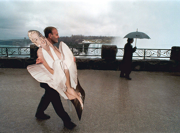 98/03/20 Niagara Film Fest - James Neiss Photo - John VanKooten, President of the Niagara Film Fest walks with Marilyn Monroe after a promo shoot  for the event on the Canadian side of the Falls.