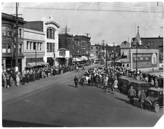 "Niagara Gazette Building, 1928 - Crowd watching replay of World Series on ""Playograph"" board in front of Gazette Office - Each play was simulated on ""Diamond"" from reports by morse telegraph direct from Ball Park.. before radio & TV."