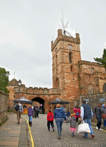 Approaching Linlithgow Palace with St Michael's Kirk to the Right - Linlithgow Palace - 8 July 2012