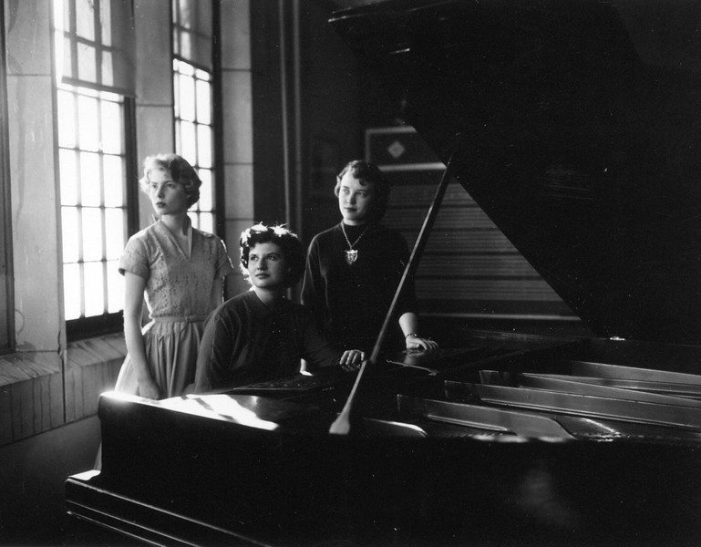 3 girls by piano