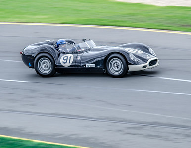 Shane O'Brien, number 91, driving a 1958 Lister Jauar Knobbly