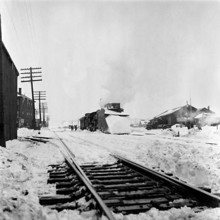 1935-07n2 B&M Plow Train Worc_dK