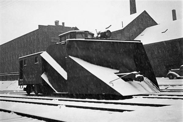 1936-04n2 B&M Plow #3718 Worc_dK